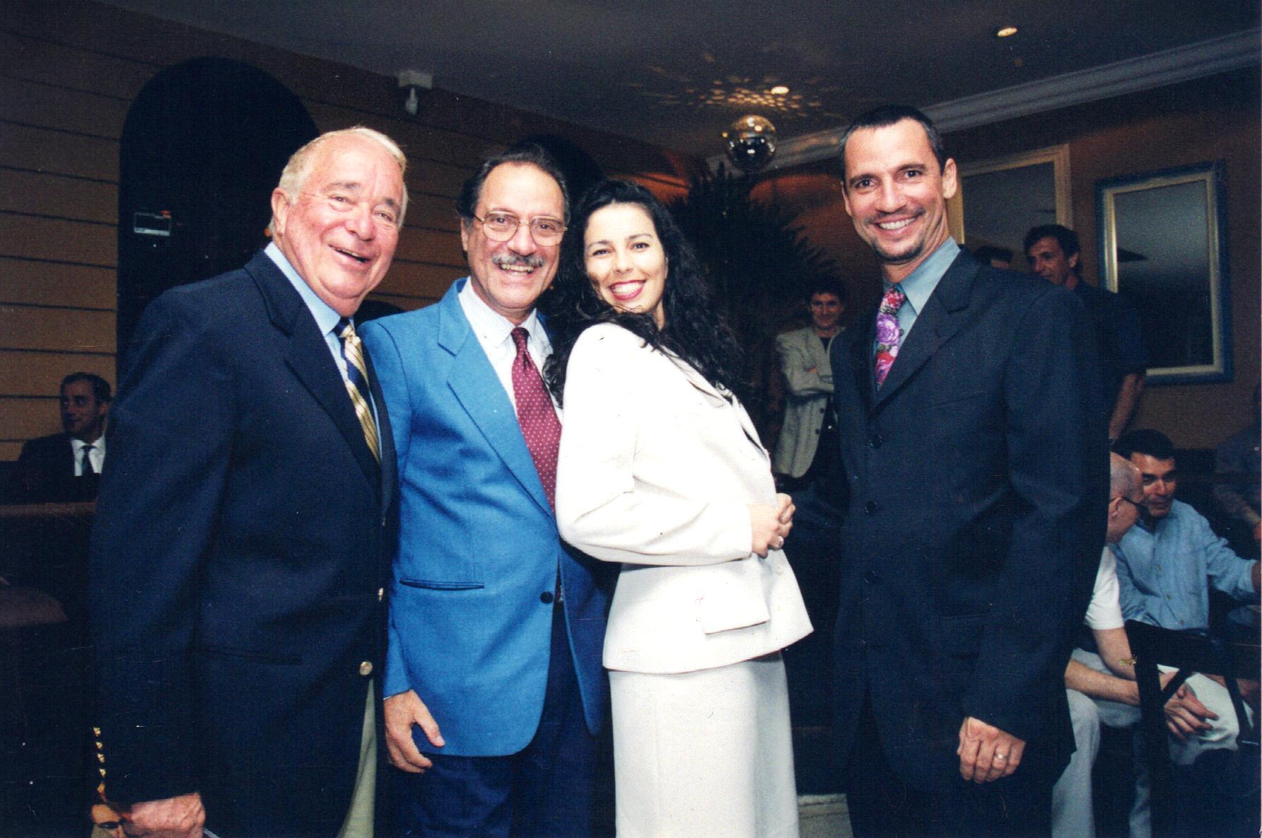 Gualtiero Tognocchi, Carlão, Karla e Carlãozinho Coachman juntos em 1999. Crédito: Caio Mattos/Revista Motociclismo/Motostory
