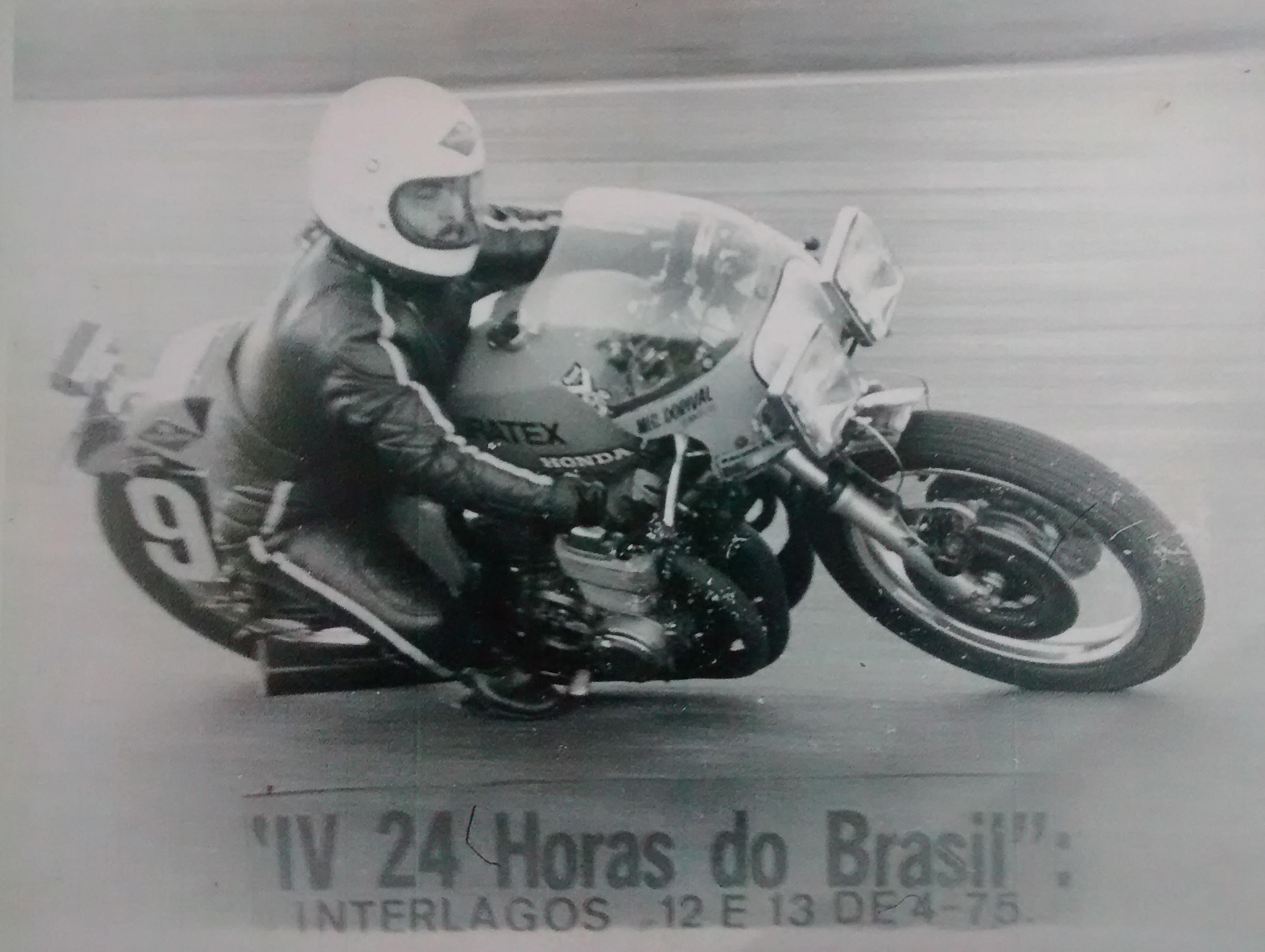 Eduardo Luzia em 13 de abril de 1975, durante as 24 Horas do Brasil, em Interlagos, SP (Foto: Adolpho Tedeschi Neto / Motostory)