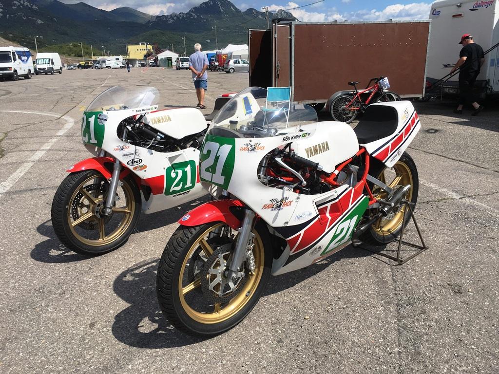 As duas motos de Keller em Grobnik: TZ L (à direita) e TZ H. (ICGP Brasil)