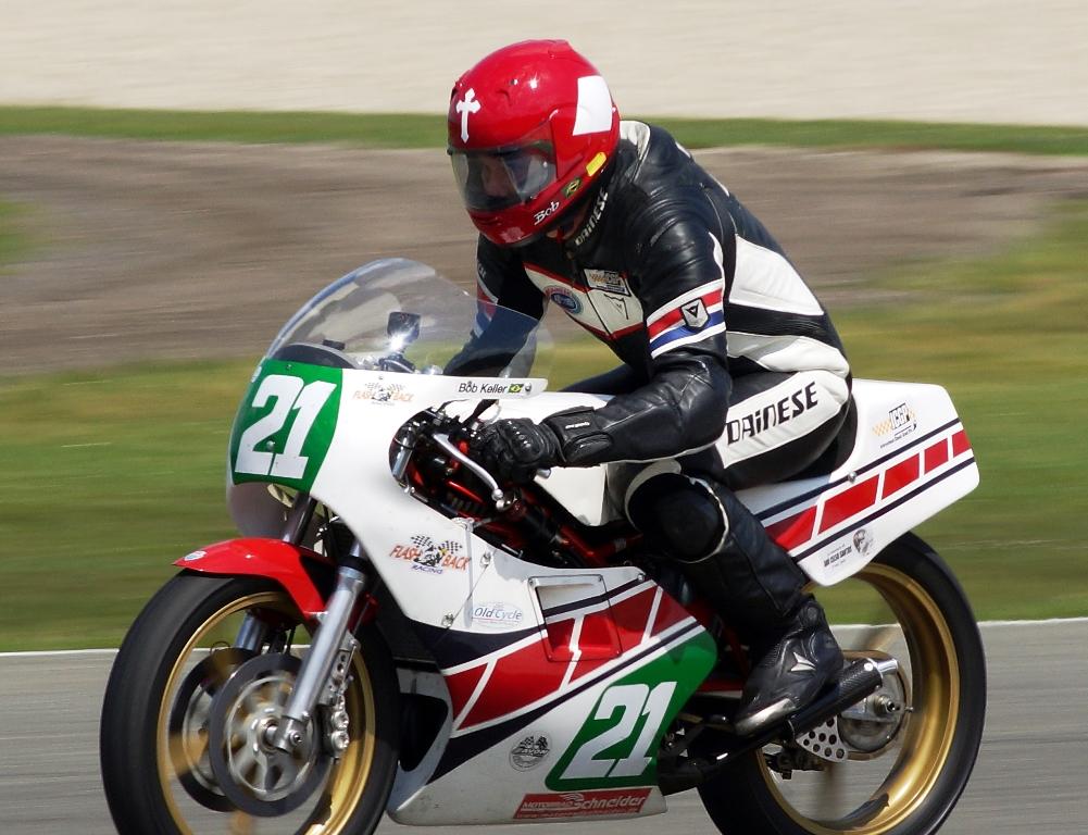 Bob Keller e sua Yamaha TZ 250 L. (ICGP Brasil/Hendrik Jan Lotterman)