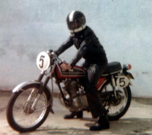 A mesma moto com que eu corria me levava para a escola na segunda-feira. Foto Acervo Marazzi / Motostory