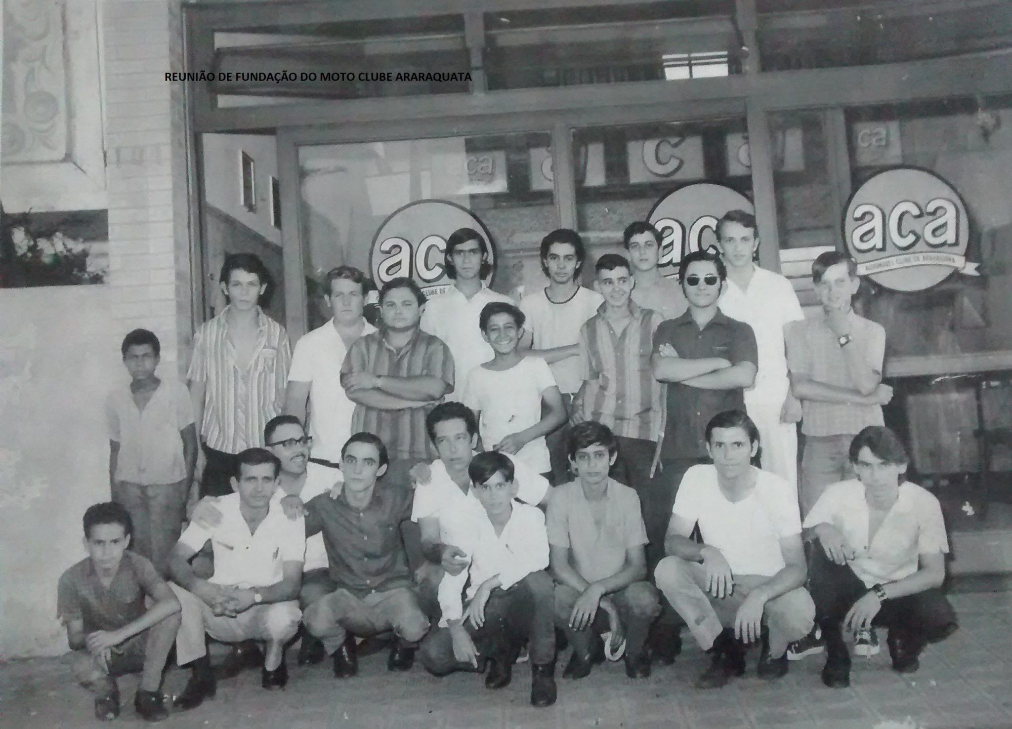 Foto tirada quando da fundação do Moto Clube de Araraquara (Foto: Adolpho Tedeschi Neto / Motostory)