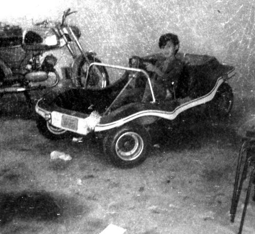 Na minha garagem, a Zündapp e o buguinho. Foto acervo Marazzi / Motostory